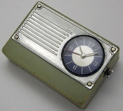 Soviet electro-mechanical alarm clock Luch USSR 1970s