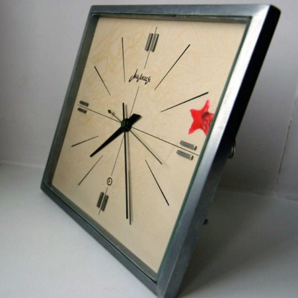 molnija_clock_red_star2