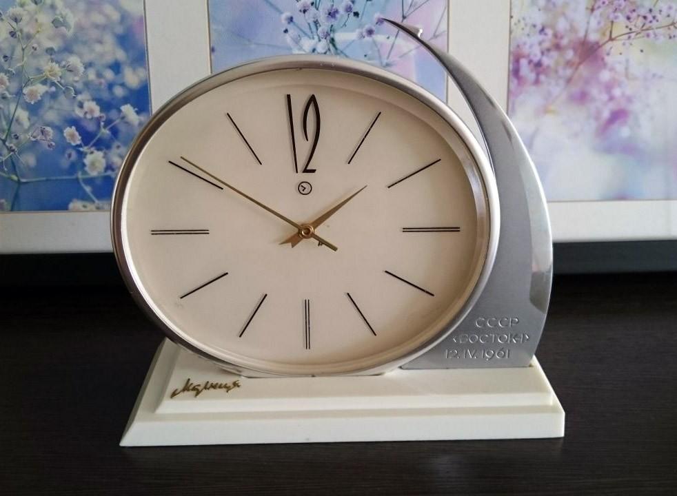 Russian desk clock Molnija BOCTOK-1 Gagarin USSR 1965