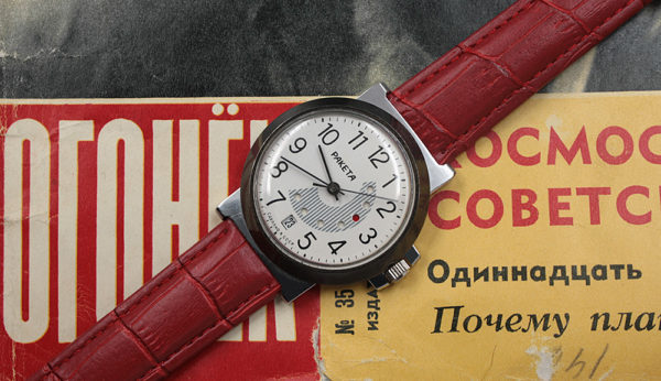 RAKETA 2628 Red Dot Day/Date Calendar USSR 1984