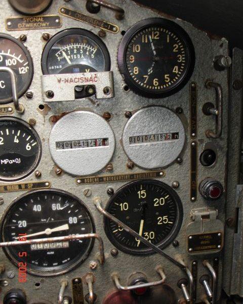 russian_tank_clock_117-chs_93
