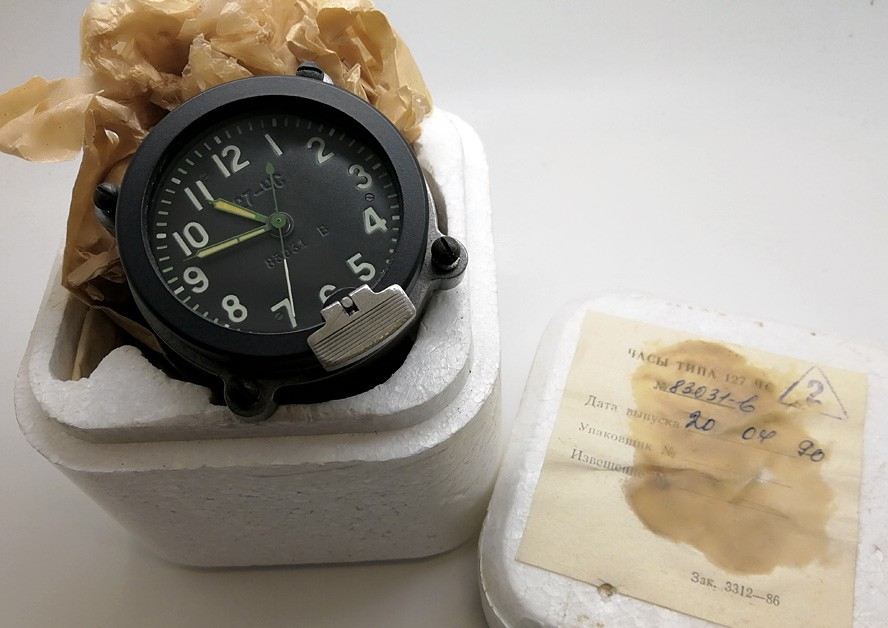 Russian Military Tracked Vehicle 9-Day Clock Molnija 127 ChS #83031-В